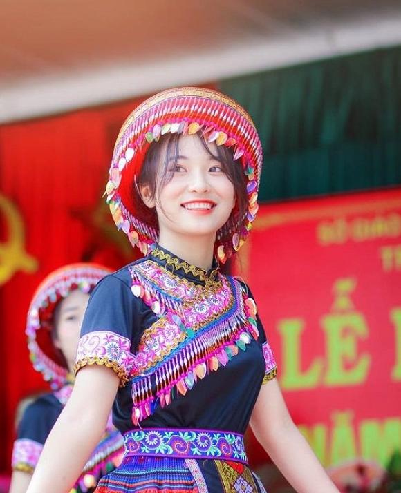 Nữ sinh Thái Nguyên gây bão với màn hóa thân thành Mị trong lễ khai giảng 1