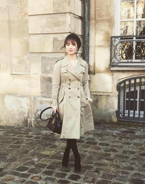 Song Hye Kyo và những lần khiến fan ngất lịm với gout thời trang tinh tế 3