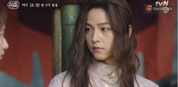 Song Joong Ki ôm ấp 'tình tin đồn' trong phim mới 2