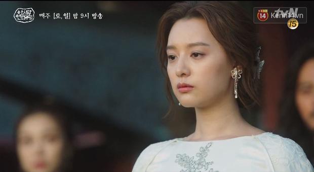 Song Joong Ki ôm ấp 'tình tin đồn' trong phim mới 3