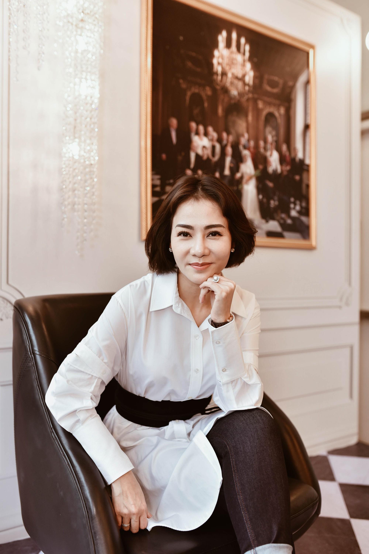 Thu Minh bất ngờ công bố ảnh cưới đẹp như mơ với chồng Tây 2