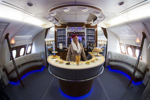 Sự thật phía sau bức ảnh quầy bar dát kim cương trên máy bay gây 'bão' 2
