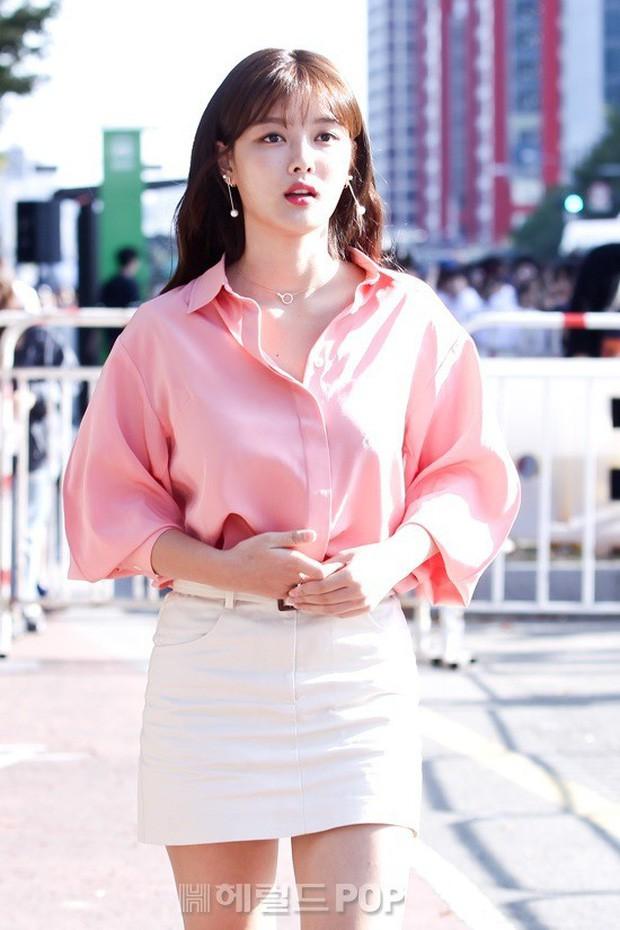 Xuất hiện cô gái sở hữu nhan sắc 'soán ngôi' Song Hye Kyo 2