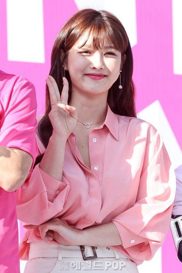 Xuất hiện cô gái sở hữu nhan sắc 'soán ngôi' Song Hye Kyo 4