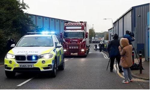 Vụ phát hiện 39 thi thể trong container: 3 nghi phạm được tại ngoại 1