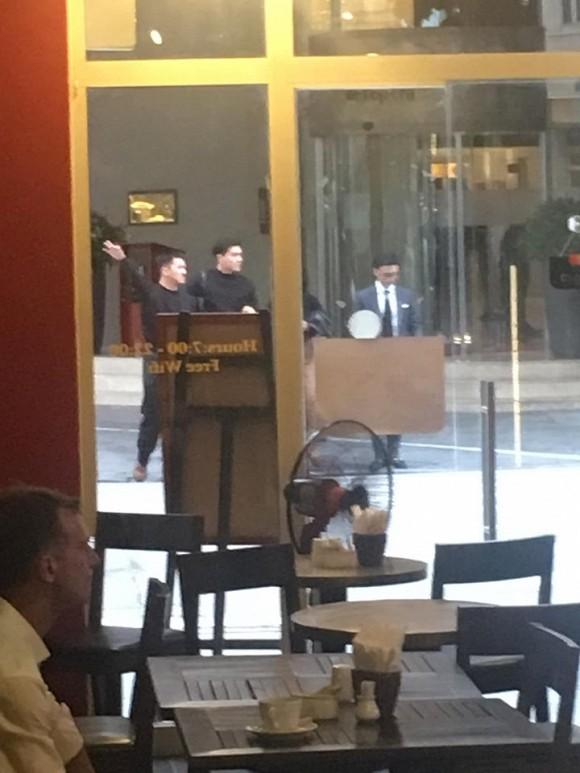 Bắt gặp Quang Đại và Thiên Minh cùng đi ra từ khách sạn 2