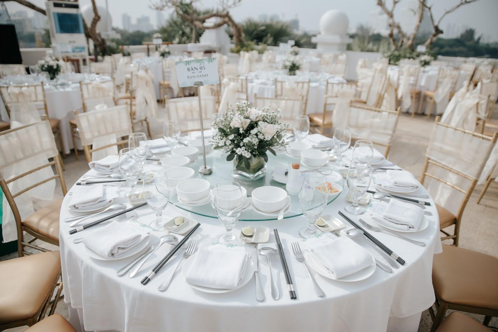 Hé lộ hình ảnh nhẫn kim cương và tiệc cưới xa hoa trong hôn lễ MC Hoàng Oanh 3