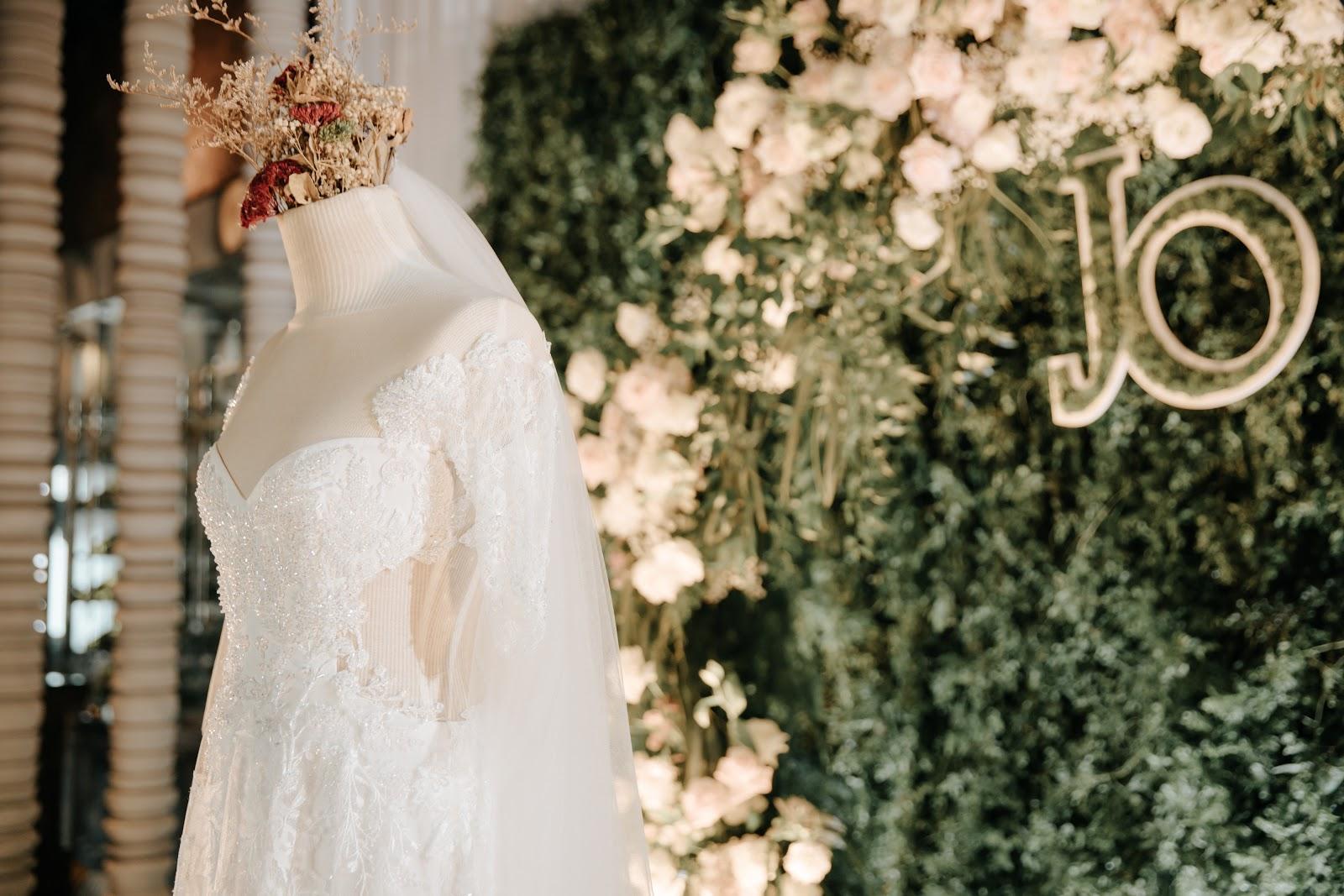 Hé lộ hình ảnh nhẫn kim cương và tiệc cưới xa hoa trong hôn lễ MC Hoàng Oanh 4