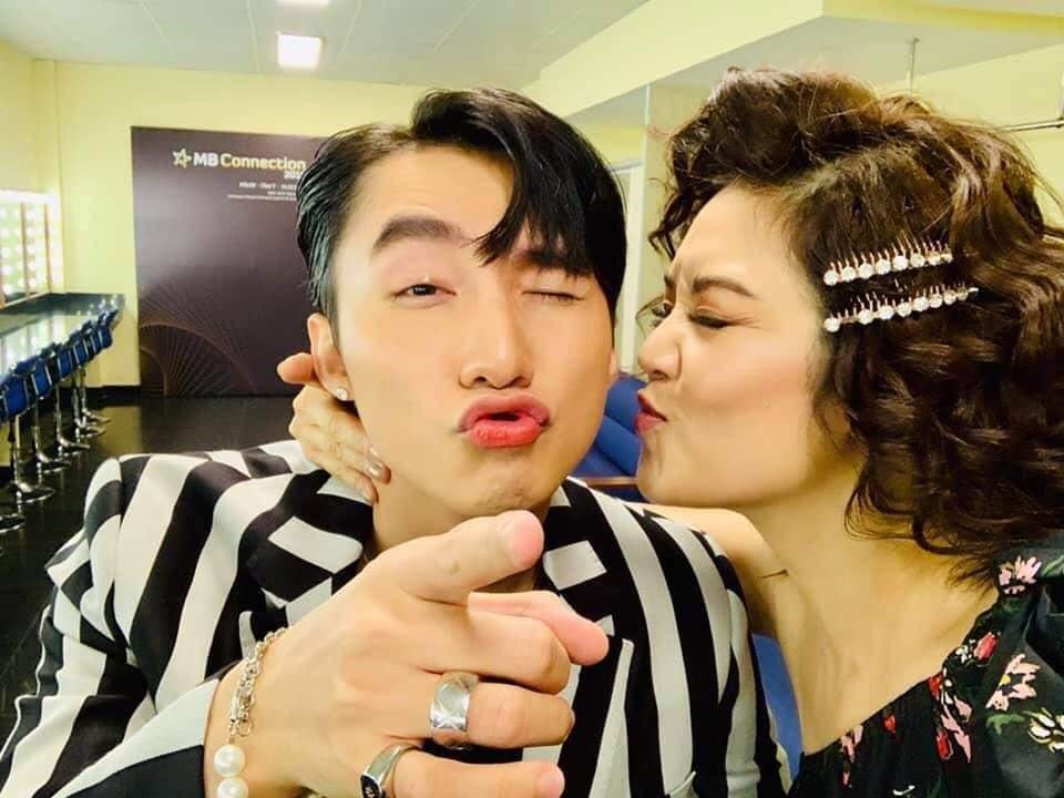 Sơn Tùng M-TP và đàn chị Thu Phương diễn lại cảnh hôn sau 4 năm tái ngộ 4