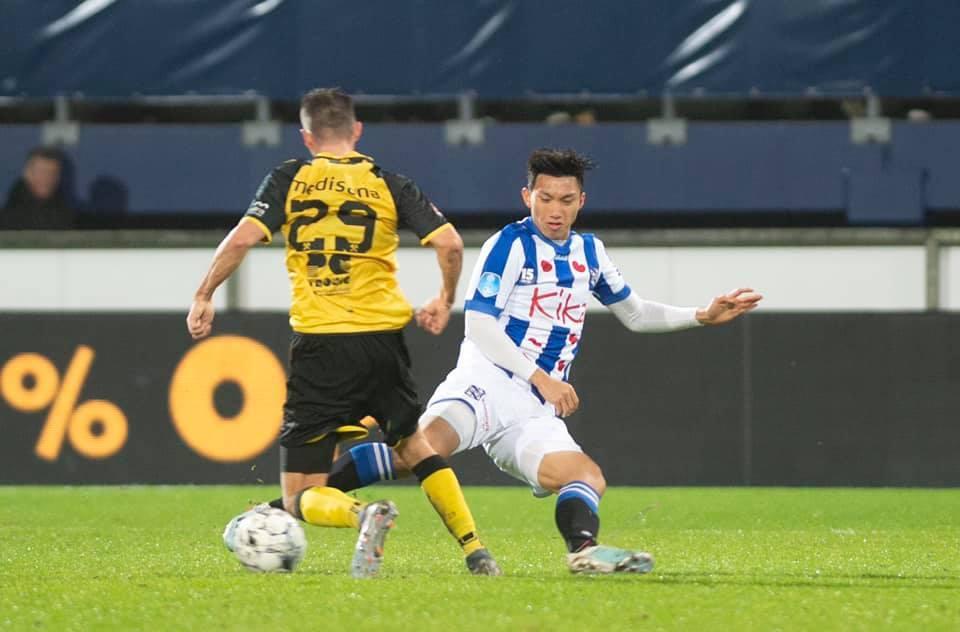 Đoàn Văn Hậu gây 'sốt' với tấm thẻ vàng trong trận ra mắt SC Heerenveen 1