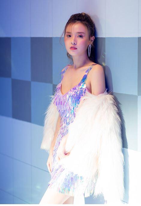 MiDu 'chơi lớn' trong MV tiền tỷ với loạt trang phục đắt đỏ 4