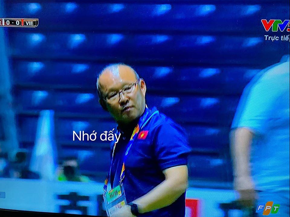 Loạt ảnh chế khoảnh khắc nổi giận của thầy Park Hang-seo gây 'bão' 10