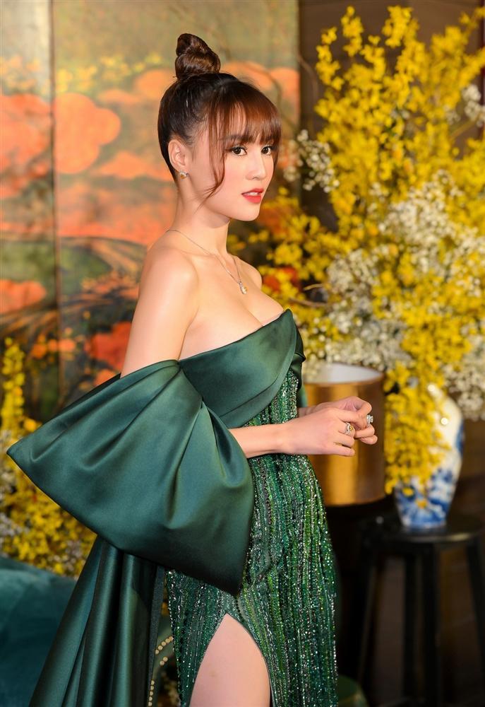 Ninh Dương Lan Ngọc phù phép vòng 1, 'chém đẹp' thánh nâng ngực Jun Vũ 1