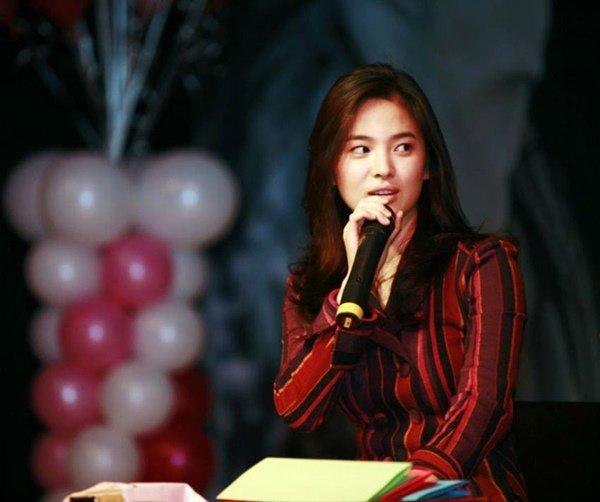 Song Hye Kyo gây 'sốt' với loạt ảnh 12 năm trước, nhan sắc không khác gì ngọc nữ 1