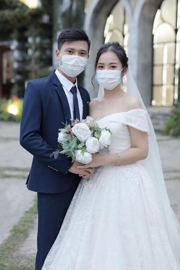 Loạt ảnh đám cưới thời virus corona với chiếc khẩu trang lên ngôi gây 'bão' 5