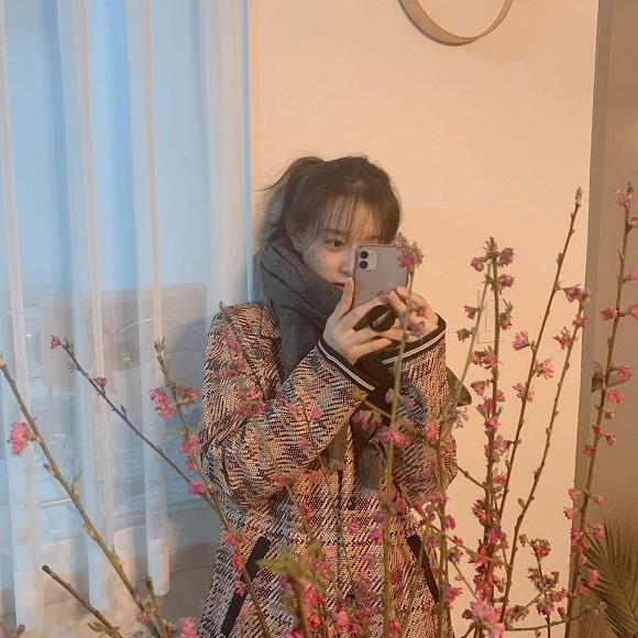 'Tình tin đồn' của Song Jong Ki gây sốt với mặt mộc khó tin 1