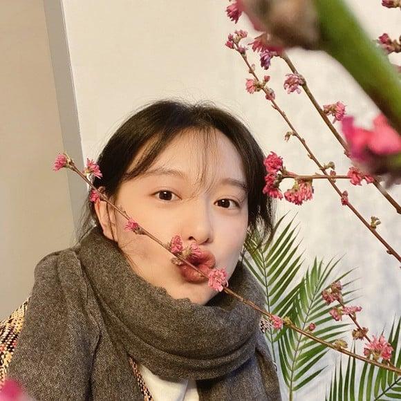 'Tình tin đồn' của Song Jong Ki gây sốt với mặt mộc khó tin 3
