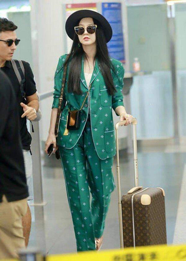 Phong cách thời trang 'biến hình như tắc kè' của Phạm Băng Băng tốn giấy mực của báo giới 5