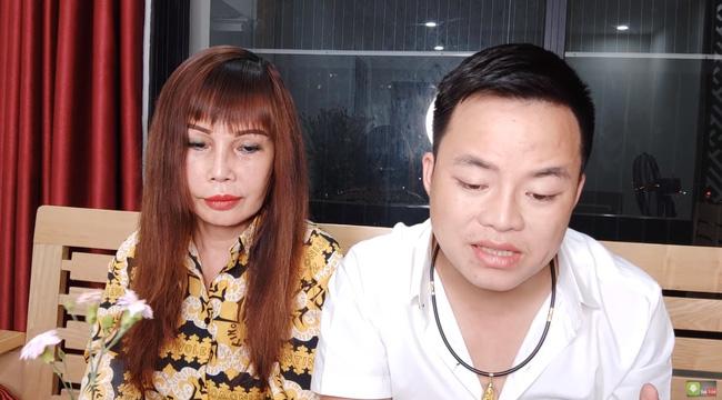 Cô dâu 62 tuổi ở Cao Bằng lộ khuôn mặt khiến ai cũng câm nín hậu phẫu thuật 2