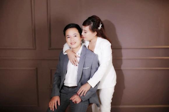 Cô dâu 62 tuổi ở Cao Bằng liên tục khoe ảnh tình tứ bất chấp chỉ trích về 'tần suất' khoe ảnh đến phát ngán 1