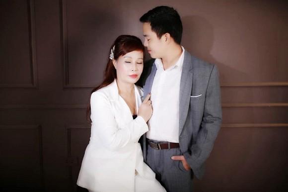 Cô dâu 62 tuổi ở Cao Bằng liên tục khoe ảnh tình tứ bất chấp chỉ trích về 'tần suất' khoe ảnh đến phát ngán 3