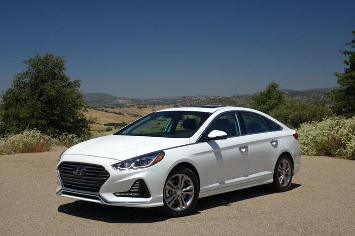 Hyundai đua nhau 'phá giá' giảm sâu đến 60 triệu đồng, dân tình sôi sục bỏ tiền ra sắm 4