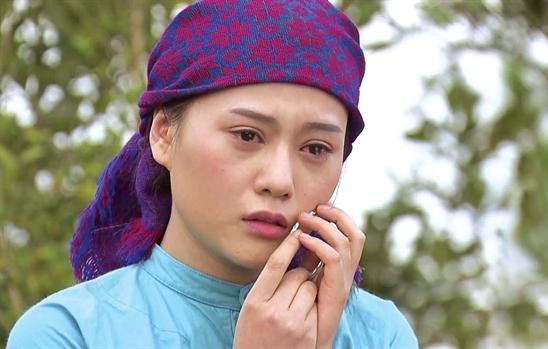 Người đẹp xế sang Đặng Lê Nguyên Vũ đón 'nổi loạn' với trang phục trễ nải đến hững hờ 6