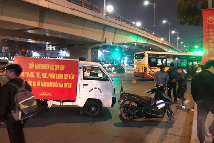 Con trai cụ bà bị xe bus tông vào đêm muộn ở Hà Nội đau đớn từ quê ra đón mẹ 1