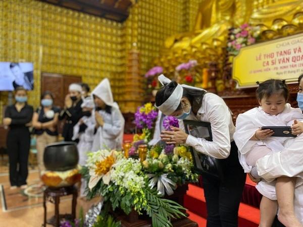 پس از سر و صدا ، توجه همسر سابق و همسر جدید هنرمند فقید Wang Quang Long 1 جلب شد