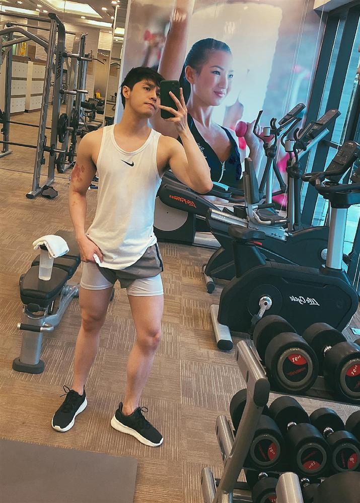 عاشق مای فوونگ تووی با پوشیدن شلوارهای خطرناک باعث می شود مردم فقط