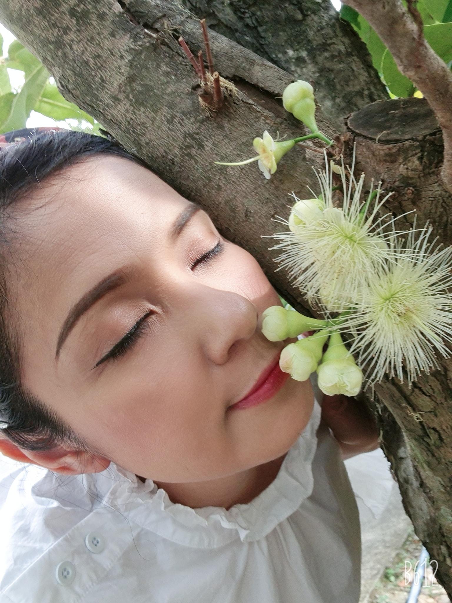 عاشق صفحه نمایش Ly Hung علی رغم 4 سالگی زیبایی کوته بینی خود را نشان داد