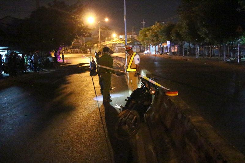 Tai nạn giao thông mới nhất ngày 6/3: Xe tải tông liên hoàn, cuốn nát 3 chiếc xe máy 3
