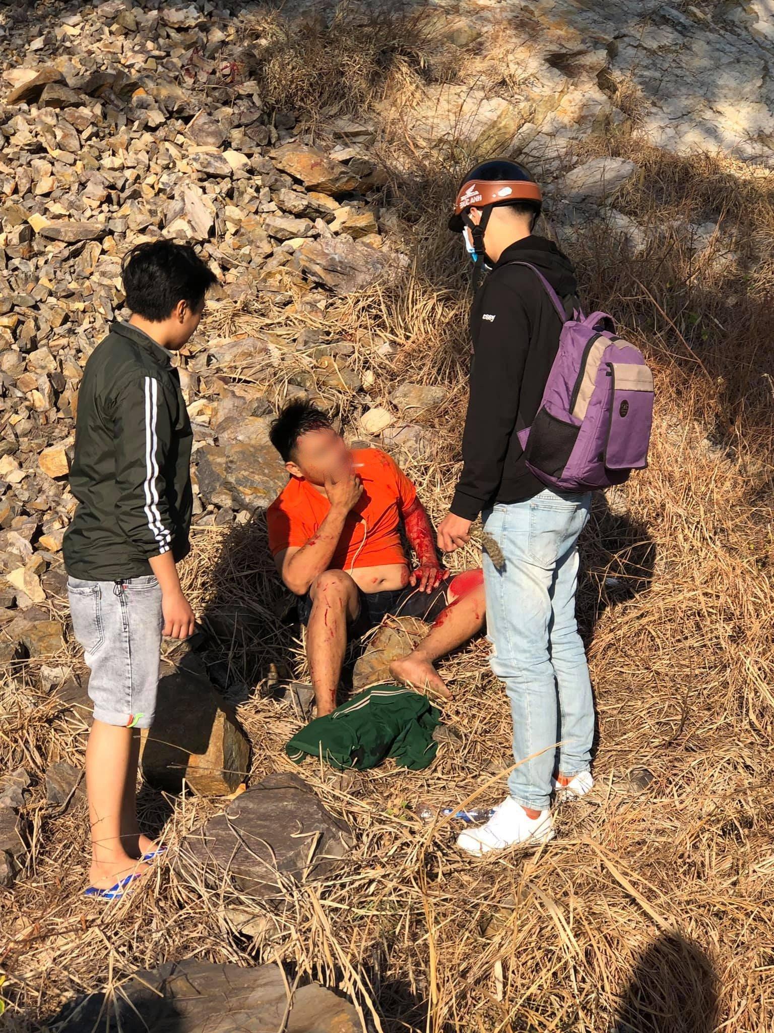 Thanh niên tay không leo núi thoát chết hi hữu khi ngã từ độ cao gần 30m 2