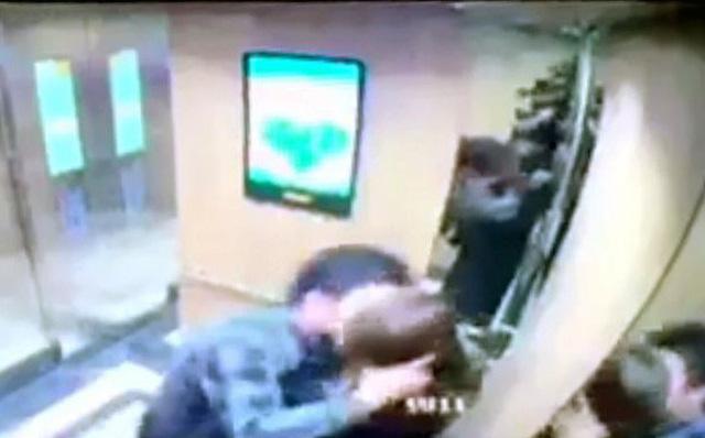 Phạt 200.000 đồng kẻ cưỡng hôn nữ sinh trong thang máy: 'Dư luận, nhân dân không đồng tình' 2
