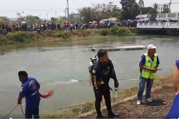 Xe chở lao động Việt Nam ở Thái Lan lao xuống kênh, ít nhất 10 người thiệt mạng 2