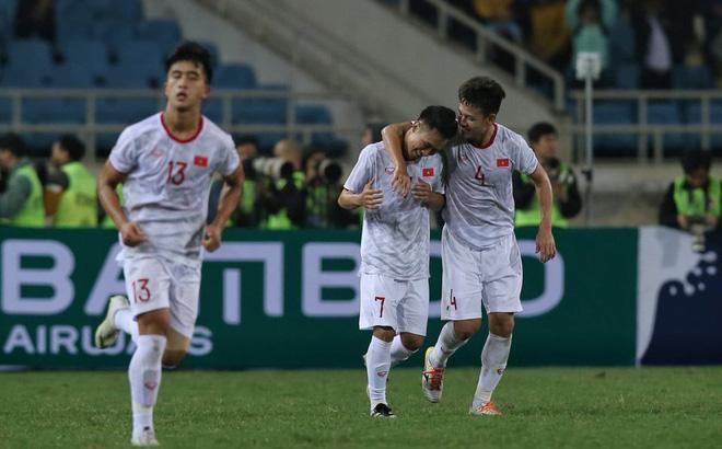 Việt Hưng toả sáng giải cứu U23 Việt Nam, chờ đấu Thái Lan 1
