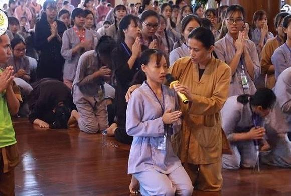 Vụ 'thỉnh vong báo oán' tại chùa Ba Vàng: Phạt bà Yến 5 triệu đồng, xem xét xử lý hình sự 1
