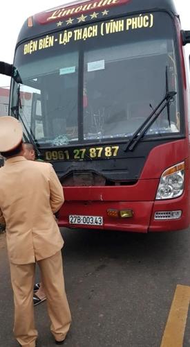 Xe khách đâm đoàn người đưa đám ma, 7 người thiệt mạng 2