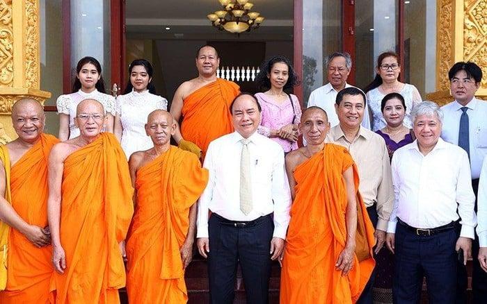 Thủ tướng Nguyễn Xuân Phúc thăm, chúc Tết Chôl Chnăm Thmây tại Học viện Phật giáo Nam tông 1