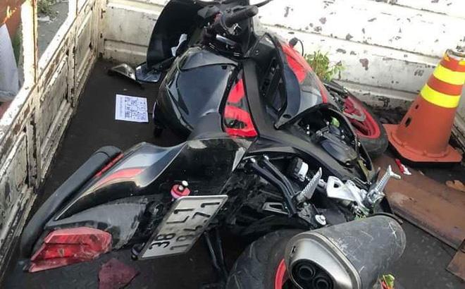 2 anh em ruột tử vong thương tâm sau khi lái xe mô tô phân phối lớn tông vào trụ đèn 1