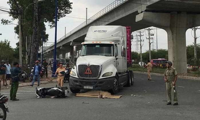 Tai nạn giao thông mới nhất ngày 8/5: Tông vào gầm xe cày, 2 mẹ con tử vong thương tâm 3