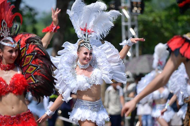 Vũ điệu Carnival khuấy động phố đi bộ Hà Nội giữa tiết trời 40 độ 2