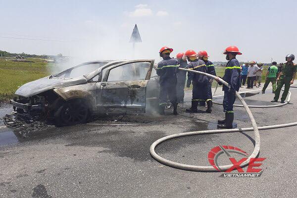 'Xế hộp' tiền tỷ Honda CR-V bất ngờ bốc cháy giữa lúc nắng nóng 4