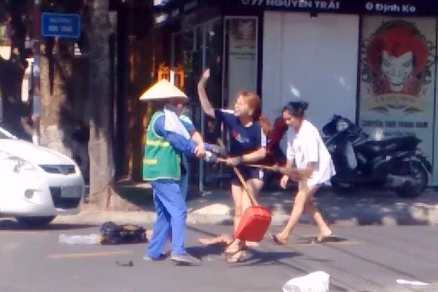 Dân mạng tẩy chay, doạ phá cửa hàng của chủ shop hành hung nữ lao công 1