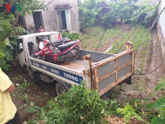 Tai nạn giao thông mới nhất ngày 22/5: Xe CSGT mất lái tông nhà dân, 1 người bị thương 1