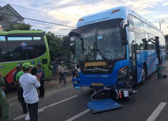 Tai nạn giao thông mới nhất ngày 24/5: Đấu đầu xe khách giường nằm, 2 thiếu niên tử vong 4