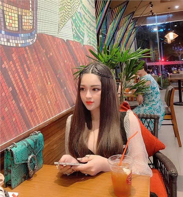'Búp bê sống' ở Đà Nẵng vừa xinh, vừa đơ khiến nhiều người ngẩn ngơ 2
