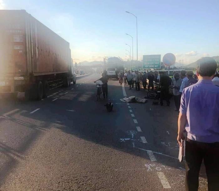 Tin tức tai nạn giao thông ngày 21/6: Va chạm xe đầu kéo, 2 cha con thương vong 1