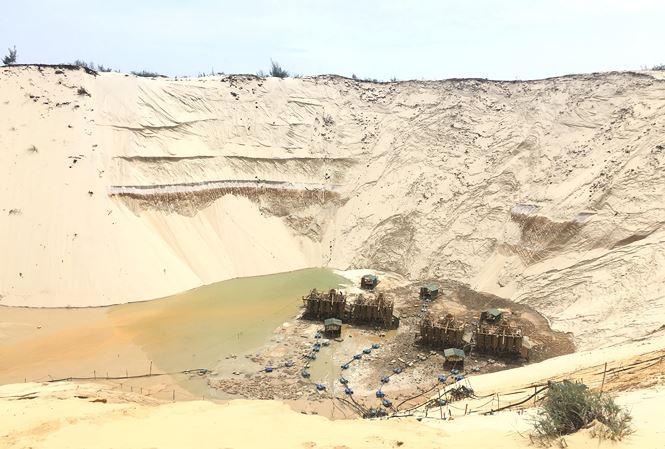 Tìm thấy nạn nhân mất tích trong vụ sụt cát khi khai thác titan 1