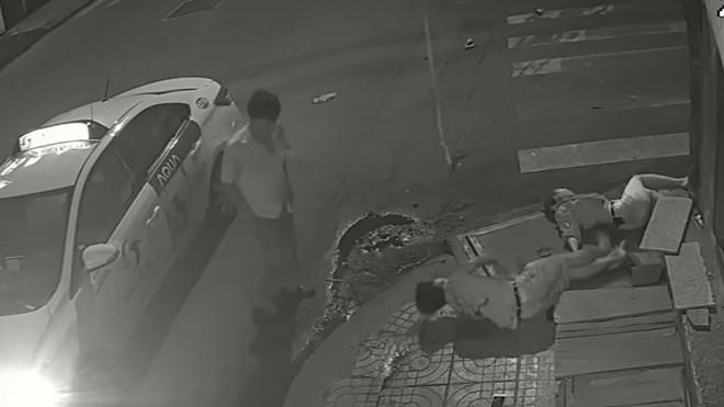 Mẹ nạn nhân bị tài xế Vinasun bỏ mặc giận đến run người khi xem clip 1